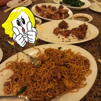 Photo taken at Furama Chinese and Live Seafood Restaurant by Frans3838 on 8/23/2012