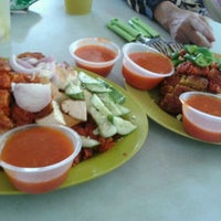 Photo taken at Ayer Rajah (West Coast Drive) Market & Food Centre by Sheefa H. on 5/20/2012