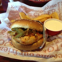 Photo taken at Red Robin Gourmet Burgers by Henry on 8/6/2012