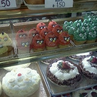 Photo taken at Mazur's Sugarflake Bakery by Mr. Saturday on 2/28/2012