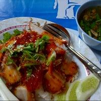 Photo taken at ข้าวต้มปลาลุงโย by Wee W. on 9/7/2012