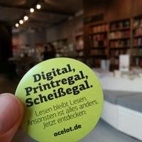 Das Foto wurde bei ocelot, not just another bookstore von Basti H. am 7/26/2012 aufgenommen