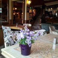 Photo taken at Vagabondo's Pizzeria & Ristorante by Asude O. on 6/8/2012