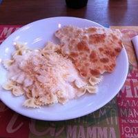 Photo taken at Mamma Jamma Pizzeria by Fernando T. on 6/22/2012