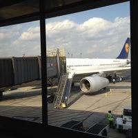 Photo taken at Lufthansa Flight LH 409 by Roberto Kai H. on 3/13/2012