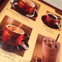 Photo taken at OldTown White Coffee by Chong H. on 4/22/2012