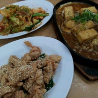 Photo taken at 旺角 Seafood Restaurant by Theen F. on 5/6/2012
