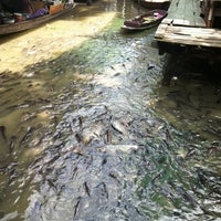 Photo taken at Taling Chan Floating Market by Jibarajung ◑. on 7/21/2012