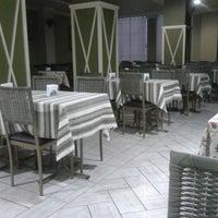 Photo taken at Bene Mangiare by Ricardo G. on 8/23/2012
