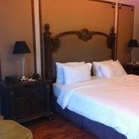 Photo taken at Miracle Suite by Surangrat C. on 8/2/2012