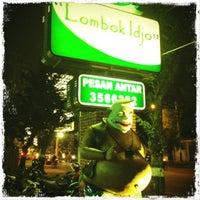 Photo taken at Ayam Goreng Lombok Idjo by Cin T. on 6/5/2012