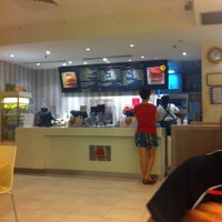 Photo taken at MOS Burger by Ziyinn🍰 L. on 9/6/2012
