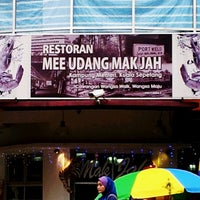 Photo taken at Mee Udang Mak Jah Kuala Sepetang by Mohamad Fahimi S. on 7/30/2012