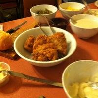Photo taken at Monte Ne Inn Chicken by Oscar F. on 4/8/2012