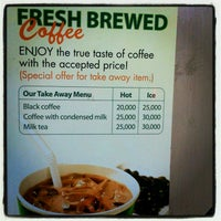 Photo taken at Phúc Long Coffee & Tea Express Mac Thi Buoi by Em C. on 4/7/2012