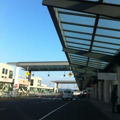 Photo taken at Bradley International Airport (BDL) by 🍸Notch 🍸 B. on 8/26/2012