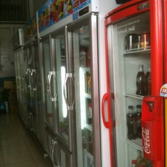 Photo taken at ร้านปนัดดา  ค้าปลีก - ค้าส่ง by FANFANFAN™ on 5/24/2012