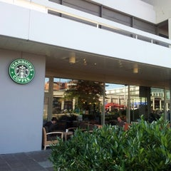 Photo taken at Starbucks by Alexandre S. on 7/17/2012