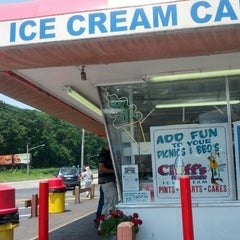 Photo taken at Cliff's Homemade Ice Cream by MontroAcademy.com on 6/21/2012
