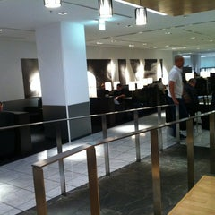 Photo taken at ANA LOUNGE - Satellite 4, Terminal 1 by Kako on 7/22/2012