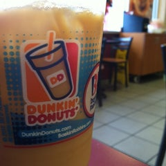 Photo taken at Dunkin' Donuts by Janeth G. on 9/3/2012