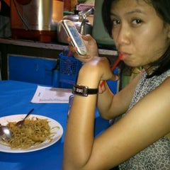 Photo taken at Mie Jakarta Pak Dono by Ashton E. on 12/31/2011