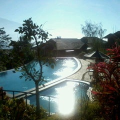Photo taken at Jambuluwuk Batu Resort by Doni K. on 8/7/2012