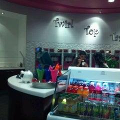 Photo taken at Lulu's Frozen Yogurt by Cheryl M. on 9/27/2011