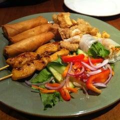 Photo taken at Pi-Tom's Thai Cuisine by Jon-Jon G. on 2/12/2011