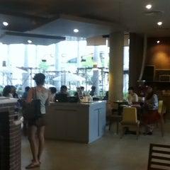 Photo taken at Coffee Gallery (คอฟฟี แกลเลอรี) by Panda N. on 3/10/2012