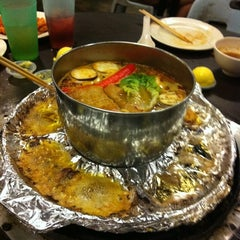 Photo taken at Sanga Steamboat by Ivy L. on 9/24/2011