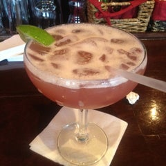 Photo taken at Uno Pizzeria & Grill - Waltham by Jackie P. on 7/26/2012