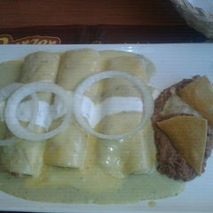 Photo taken at Vips by Alfredo G. on 5/29/2012