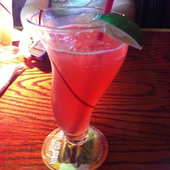 Photo taken at Red Robin Gourmet Burgers by Aillie on 5/8/2011