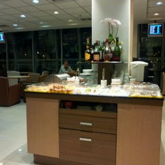 Photo taken at Sky Team Alliance - Skylounge by Colin M. on 2/13/2012