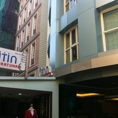 Photo taken at Citin Pratunam Hotel by Agatha L. on 1/11/2011