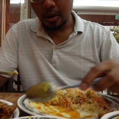 Photo taken at Restoran Ismail by Roslan R. on 2/11/2012