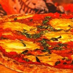 Photo taken at Pizzaria Speranza by Rodrigo M. on 7/8/2012