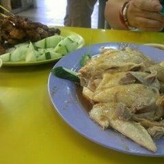 Photo taken at Kovan Hougang Market & Food Centre by Mattew T. on 8/13/2012