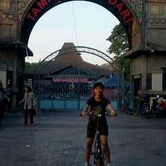 Photo taken at Solo Car Free Day by Warsini S. on 9/1/2012