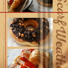 Photo taken at Dunkin' Donuts by Hakim Z. on 11/22/2014