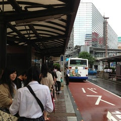 Photo taken at 横浜駅西口 バスターミナル by Nao on 6/16/2013