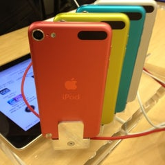 Photo taken at Apple Store, La Maquinista by Thais M. on 10/20/2012