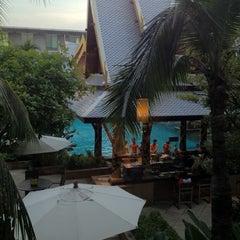 Photo taken at Novotel Suvarnabhumi Airport Hotel (โรงแรมโนโวเทล สุวรรณภูมิ) by Michael K. on 11/15/2012