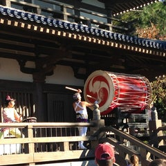Photo taken at Matsuriza Taiko Drummers by Conrad on 12/27/2012