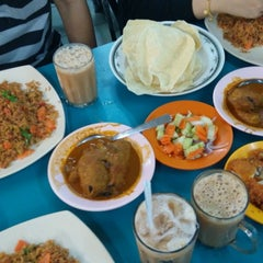 Photo taken at Restoran Hanifa by muhamad s. on 7/5/2014