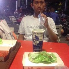 Photo taken at KFC / KFC Coffee by Dwita K. on 11/28/2014
