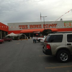 Photo taken at The Home Depot by Arturo Adrián H. on 1/13/2013