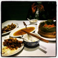 Photo taken at 眉州东坡酒楼 Meizhou Dongpo Restaurant by Kenny Y. on 3/20/2013