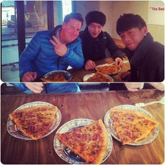 Photo taken at Monster Pizza (몬스터피자) by Thomaz C. on 2/26/2013